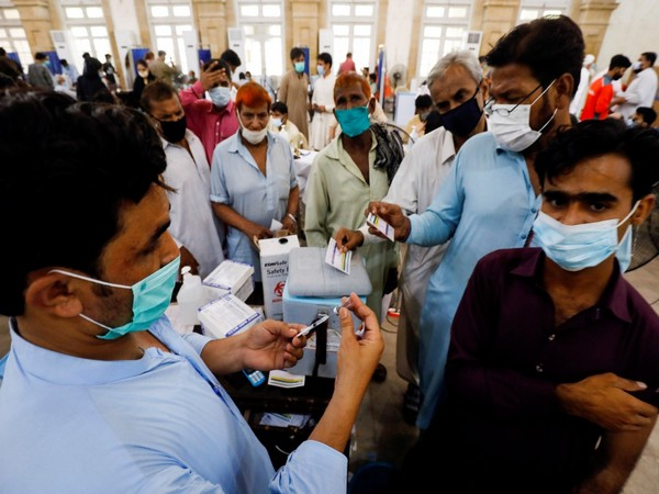 covid-19-fourth-wave-pakistan-reports-3-239-new-infections-70-more-deaths