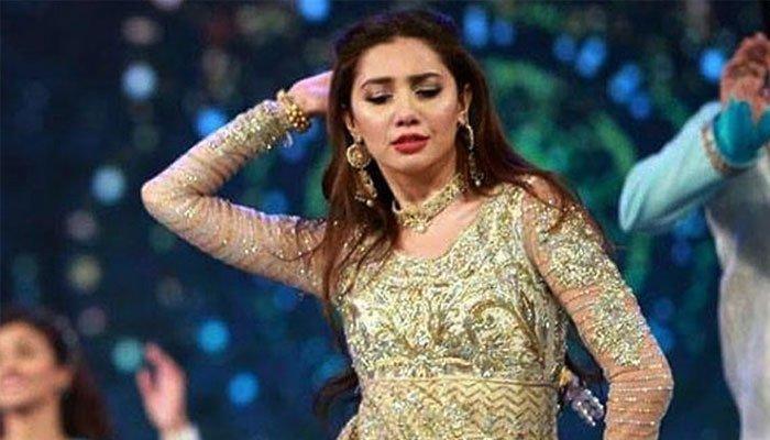 lsa-2021-mahira-khan-s-throwback-dance-performance-goes-viral