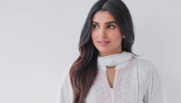 amna-ilyas-shuts-down-social-media-trolls-over-body-shaming-her