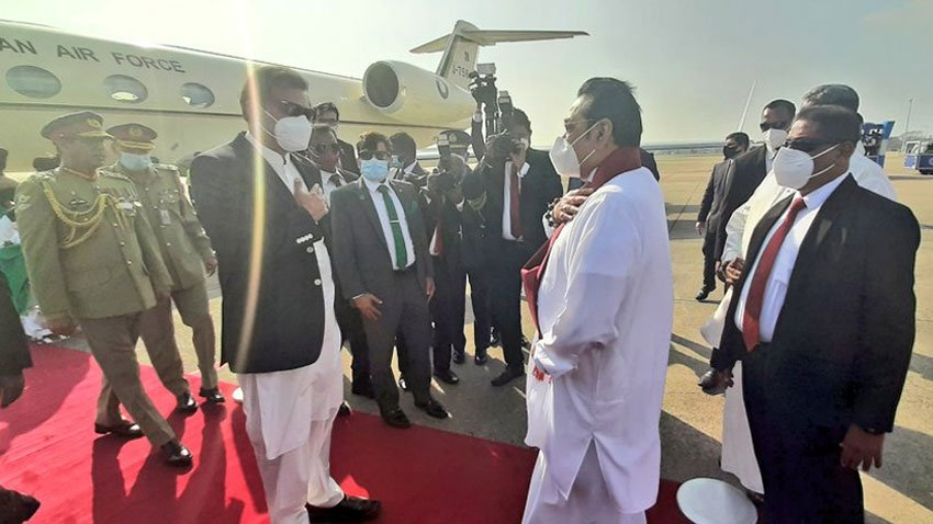 pm-imran-khan-presented-guard-of-honor-on-arrival-in-srilanka